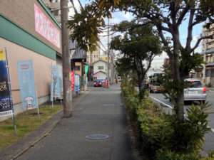 キリン堂横の道